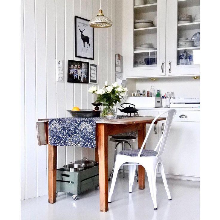 Trevlig lördag på er finingar 💙 #mitthem #mitthemistan #myhome #kök #köksbord #slagbord #tolixchair #kitchen #kitchentable #kitcheninspo #swedishhome #swedishstyle #skönahem #finahem #scandinavianhome #nordiskehjem #nordicstyle #interior123 #interior4you #homeinspo #homesweethome