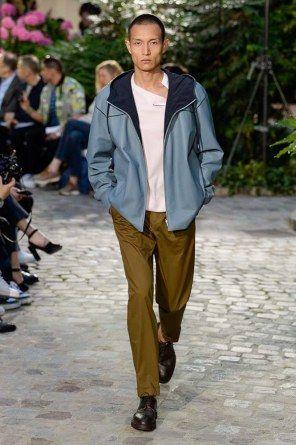Défilé Hermès Menswear Printemps Été 2019   Mode homme   Pinterest ... 84b59575ba6
