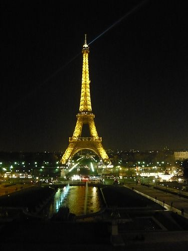 Torre Eiffel by night | #Parigi #TRAVELSTALES