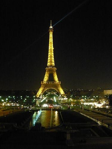 Torre Eiffel by night | #Parigi #TRAVELSTALES