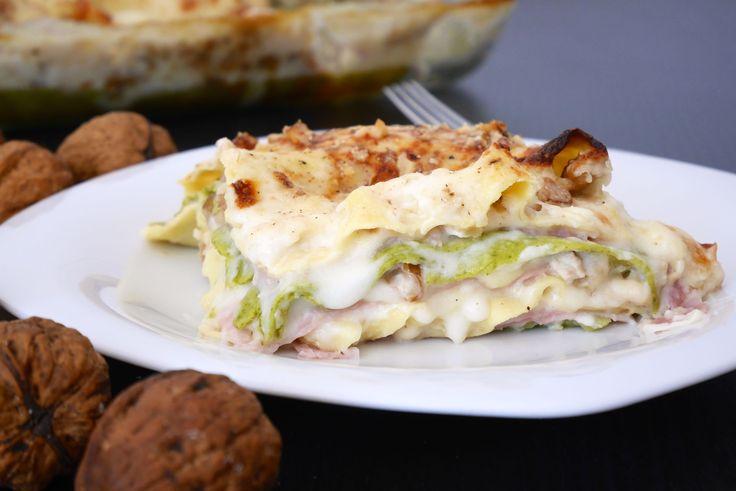Le lasagne paglia e fieno alle noci sono una golosissima versione in bianco della classica lasagna domenicale. Sono molto semplici da preparare e molto gus