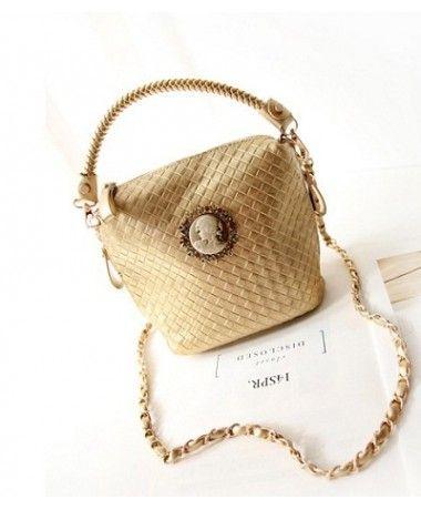Tas Import G895-GOLD TasKorea Terbaru Termurah Merek Berkualitas OEM Model : BAG Brand : OEM ---- Original Product : China Material:   PU Leather Height:    21cm Length:    23cm Depth:     10cm Bag Mouth:  Zipper Long Strap:   Yes Weight:    400g   ..
