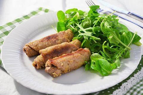 Gli involtini impanati sono un secondo piatto di carne leggero e sfizioso. La ricetta di questi involtini è facilissima da fare ma il risultato è davvero gustoso.