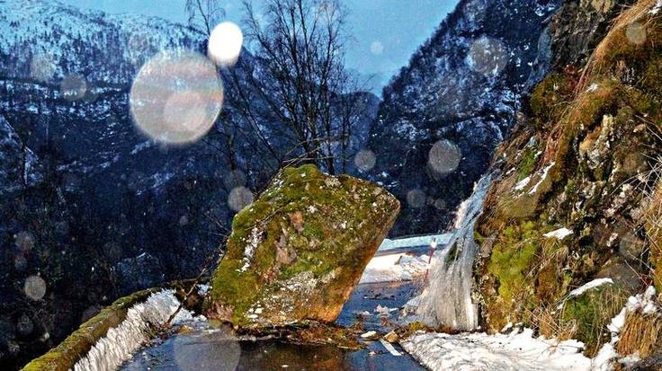 StoneBlock - Denne steinkolossen falt ned på veien