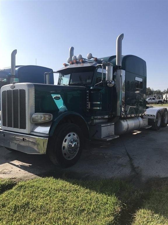 great shape 2009 Peterbilt 389 truck