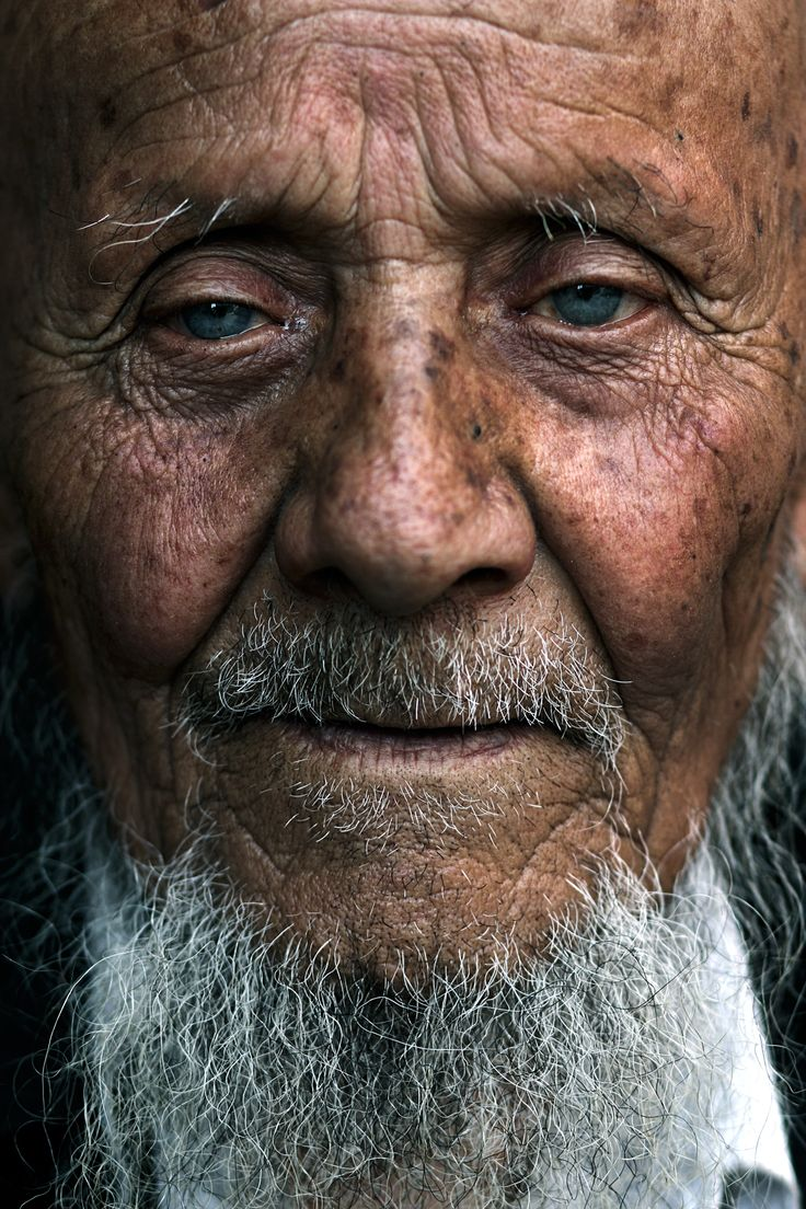 Old man with blue eyes, China by Oded Wagenstein