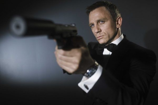 Apple vs Amazon in the Brawl for the Next James Bond Film  Daniel Craig as James Bond.Credit: Metro-Goldwyn-Mayer These two giants seek to disrupt much more than the digital content space. The bidding war for the theatrical rights to the next James Bond film just got a whole lot more interesting. The Hollywood Reporter has revealed that both Apple and Amazon have joined the fray to acquire […] #ReeVuMovies