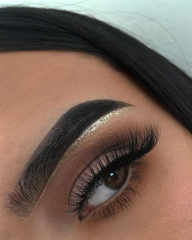 Makeup Deets ❄️❄️❄️ Face: Too Faced born this way foundation Eyebrows: Anastasia #dipbrow in #ebony Eyeshadow: Morphe 35O…