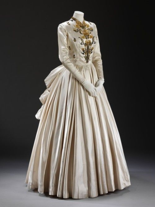 Evening Dress    Jacques Fath, 1948    The Victoria & Albert Museum