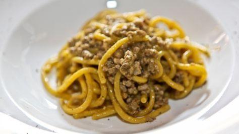Bigoli al ragù di anatra, ricetta originale e foto. Consigli dello chef e vino http://winedharma.com/it/dharmag/marzo-2014/i-grandi-piatti-tipici-veneti-bigoli-con-ragu-danatra