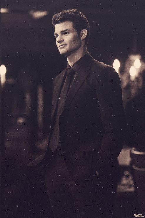 Daniel Gillies -Elijah vampire diaries