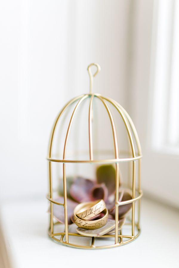 Trauringe aus Rot-, Apricot- und Roségold liegen voll im Trend - kein Wunder, schließlich sehen sie wunderschön aus! Alle Infos findet Ihr in unserem Material-Guide: https://www.weddix.de/modeschmuck/trauringe-material-guide/trauringe-aus-rot-apricot-und-rosegold.html #trauringe #eheringe #hochzeit #rosegold