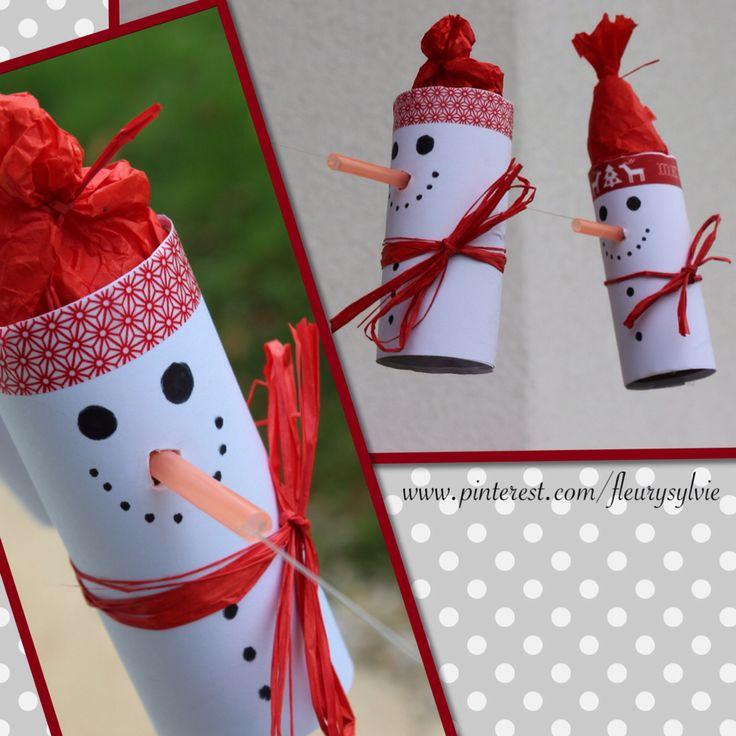 Bonhomme de neige sur un fil avec rouleau papier WC et paille orange #bricolage #enfant #noel http://pinterest.com/fleurysylvie/mes-creas-pour-les-kids/ et www.toutpetitrien.ch