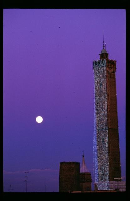 Bologna and the Moon , picture Buonasera di Marcello Bianchi,