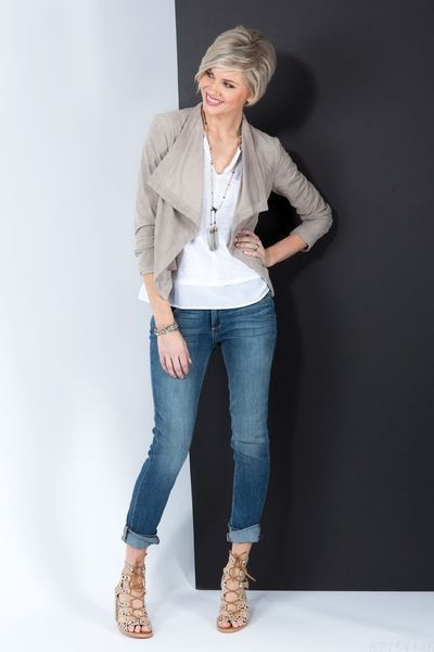 42 Easy Spring Outfits for Women Over 50