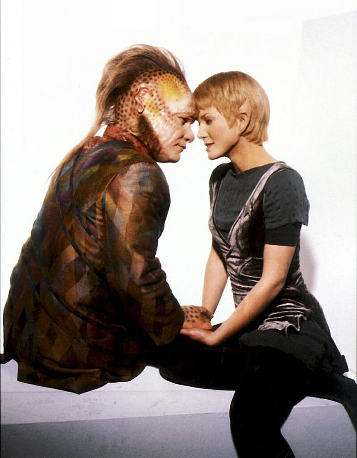 Ethan Phillips and Jennifer Lien as Neelix and Kes in Star Trek Voyager.