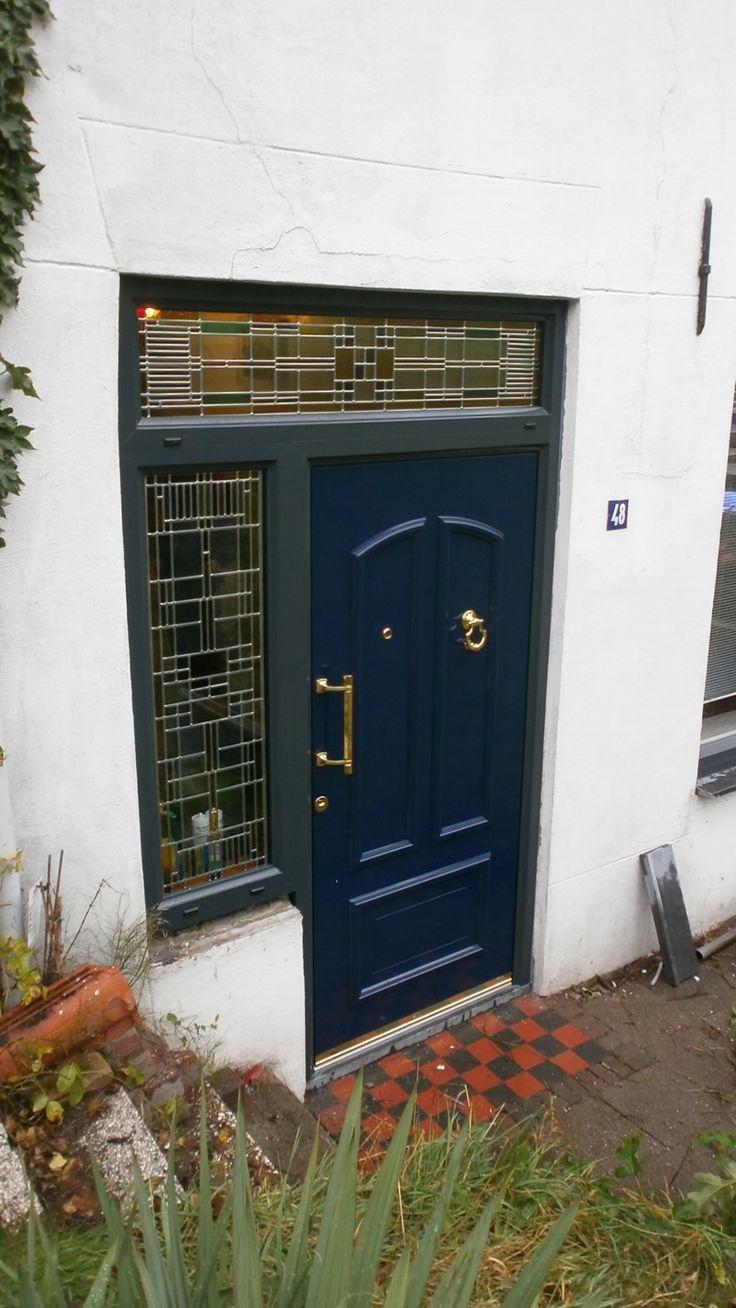 Prachtige Inotherm voordeur met Bogers ontworpen glas in lood