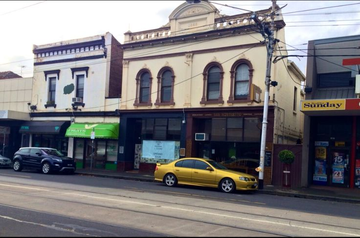 That GOLD Falcon out front of these Heritage Buildings just looked NQR?  #Bridge Road, Hawthorn