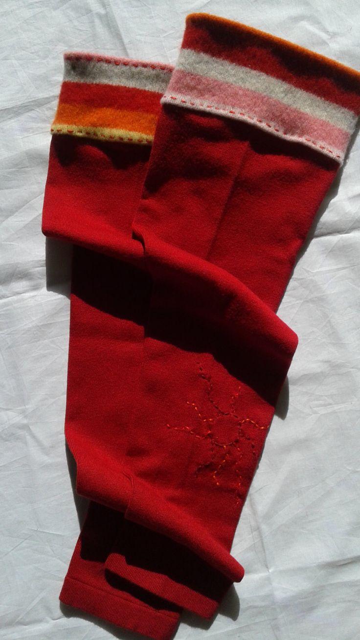 Jambières rouge de laine recyclée avec motif brodé Mode écologique Vêtements réinventés by Noukshouk on Etsy