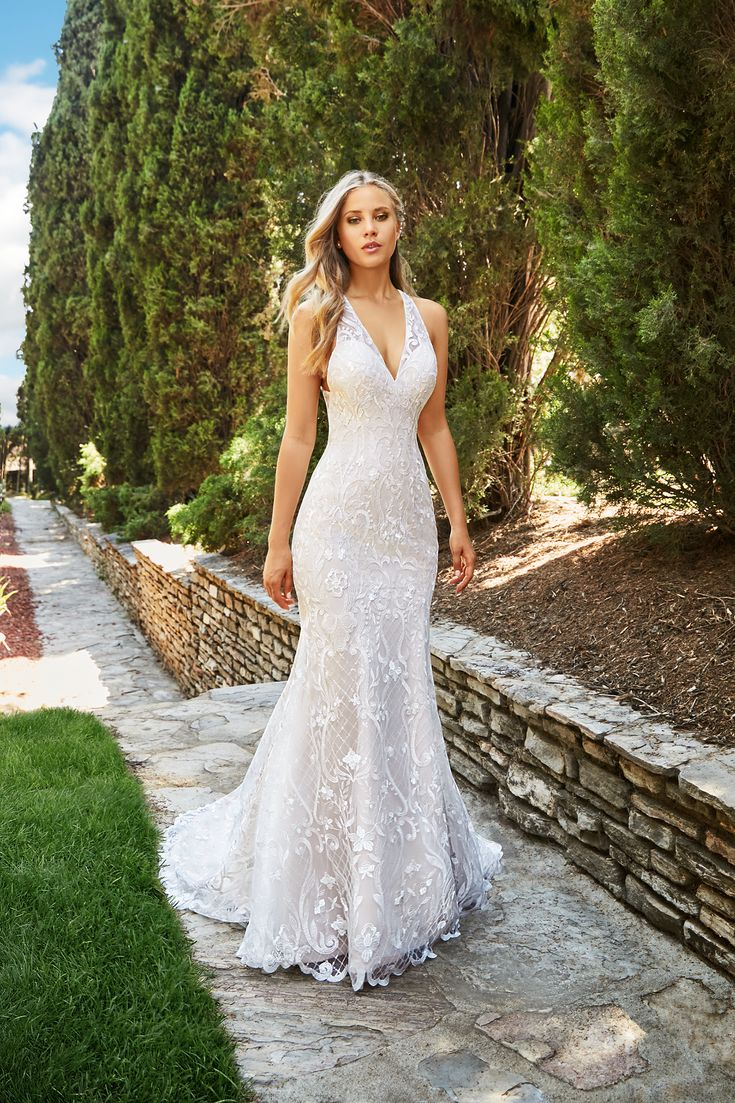 With classic silhouettes, amazing fabrics and stunning details, you'll be sure to find the perfect gown to suit your venue with the help of Moonlight Bridal's latest 2018 collections.