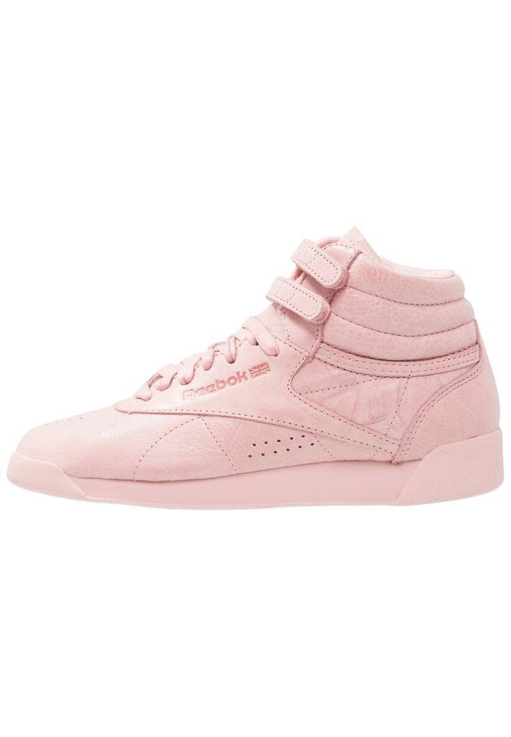 ¡Consigue este tipo de zapatillas altas de Reebok Classic ahora! Haz clic para ver los detalles. Envíos gratis a toda España. Reebok Classic FREESTYLE HI FBT Zapatillas altas polish pink: Reebok Classic FREESTYLE HI FBT Zapatillas altas polish pink Zapatos     Material exterior: piel, Material interior: tela, Suela: fibra sintética, Plantilla: tela   Zapatos ¡Haz tu pedido   y disfruta de gastos de enví-o gratuitos! (zapatillas altas, alta, bota, zapatillas medias, high, high-tops, high...