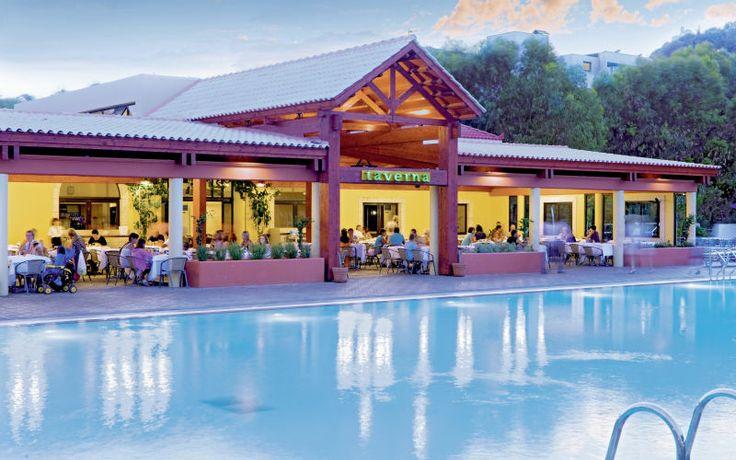 Esperides Beach Family Hotel on suosittu perhehotelli, aivan rannalla. Hotellilla on paljon aktiviteetteja niin lapsille kuin aikuisille. All Inclusive -ohjelmaan sisältyy myös nameja ja popcornia lapsille. Lisäksi hotellilla on oma elokuvateatteri ja pieni minihuvipuisto. www.apollomatkat.fi