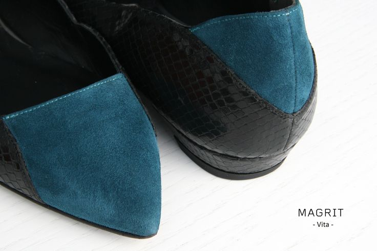 Magrit. Materiales y adornos. ANTE Y PITÓN: Piel de pitón con su característica escama se adapta a las formas del pie y el suave ante que reduce las tensiones en la punta y talón. Elegantes y cómodos. --------------------------------Materials and ornaments. SUEDE & PYTHON: Python skin with scaly feature which adapts to the shape of the foot. The soft suede reduces tensions at the heel and toe. Elegant and comfortable.