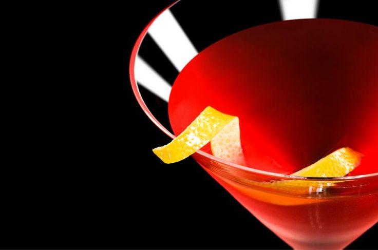 Inventato in America #afterdinner dal colore rosso rubino #Cosmopolitan #cocktail