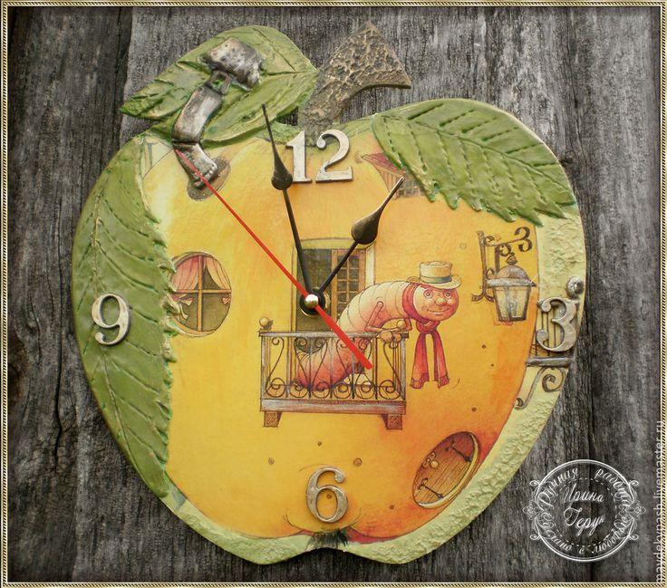"""Купить Часы """"Яблочный гость""""): - зеленый, часы, часы настенные, часы интерьерные"""