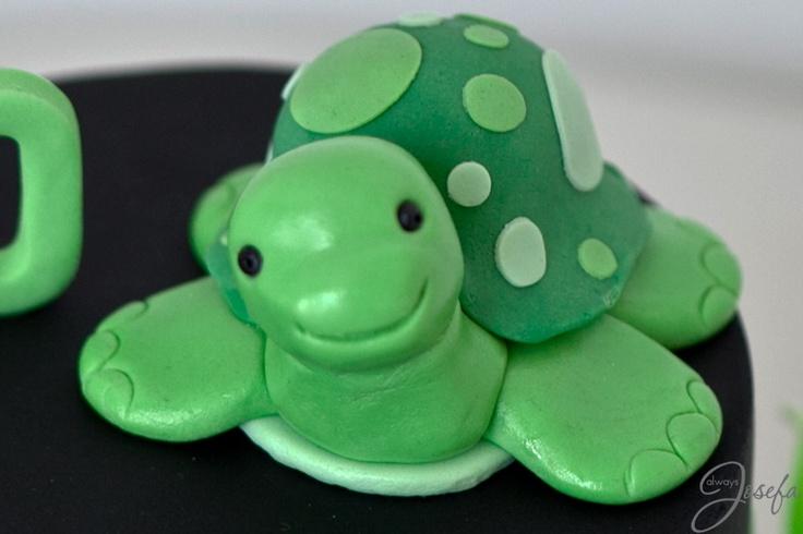 Green turtle birthday cake www.alwaysjosefa.com