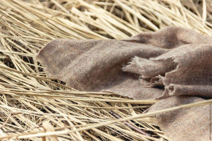 Купить или заказать Шарф из Кашемира 'Capra' в интернет-магазине на Ярмарке Мастеров. Кашемир считается одним из самых изысканных видов шерсти. Он очень легкий, тонкий, мягкий и теплый! Шарф из кашемира будет хорошим дополнением мужского и женского гардероба и отличным подарком! Секрет кашемира - он сделан из пуха высокогорных коз, обитающих в горах Индии и Непала. Зимой там температуры опускаются до –30 и козы отращивают густой подшерсток.