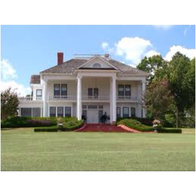 Love southern plantation homes inspiration pinterest for Plantation home builders