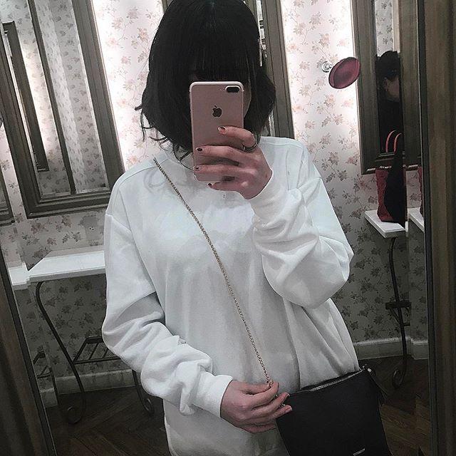 #ootd ♥ このビッグパーカー緩い感じすごい可愛い! さりげツーショット ・ ・ ・ #今日のコーデ #ビッグパーカー #ビッグシルエット #セルフネイル #デニムスカート #サッシュベルト #likes #like4like #カラコン #カフェ巡り #カフェ #ランチ #メイク #makeup #japanese #hairstyle #美容室 #切りっぱなし #ボブ #サロモ #サロンモデル #撮影 #instagood #instapicture #instafashion #myroom