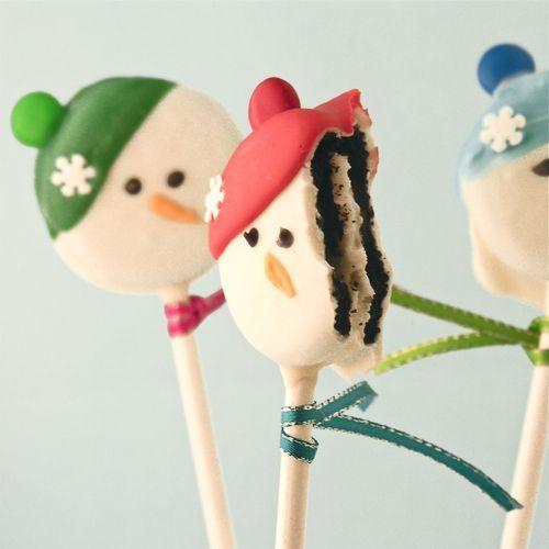 Christmas dessert idea - Oreo Snowman Pops tutorial {click link for full tutorial}.
