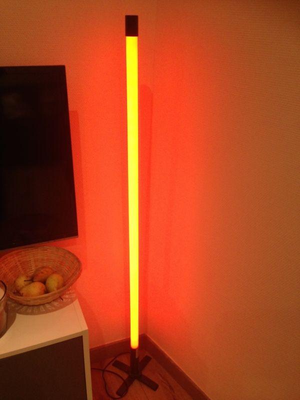 tube n on rouge location lampe tube n on rouge villeurbanne 69100. Black Bedroom Furniture Sets. Home Design Ideas