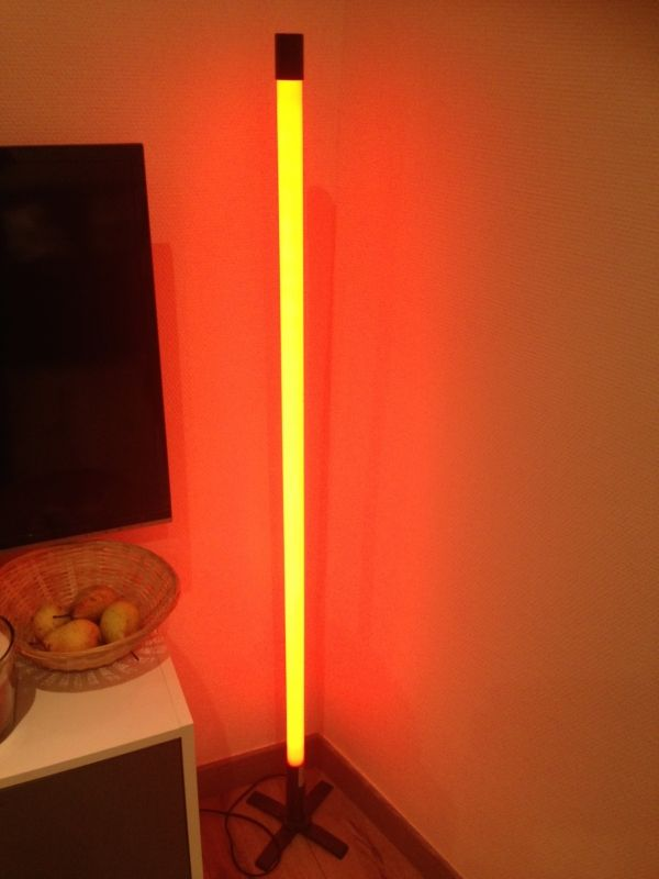tube n on rouge location lampe tube n on rouge. Black Bedroom Furniture Sets. Home Design Ideas