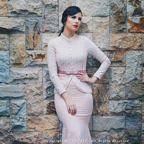 """""""Of course true beauty comes from within... A great cut and well fitted Baju just adds a little pizazz"""". . Steal her look at Vercato.com (Search for VERCATO Safira in Pink). . For further inquiries/placing an order: WhatsApp to 6011-26600313 or  E-mail to info@vercato.com Or Facebook: www.fb.com/vercato . Follow us on Instagram (@vercato) and share your best VERCATO ootd with #vercato and stand a chance to be featured on our social media with #vercato . View our Instagram here…"""