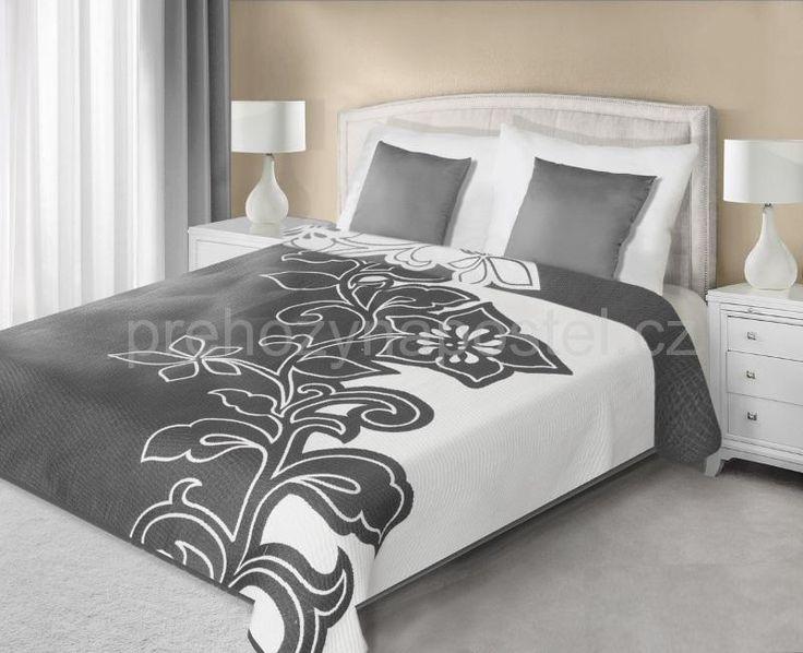Přehozy na postel šedě bílé barvy s motivem