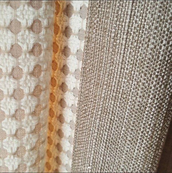 Красота в деталях: рогожка сшитая с фактурной тканью HL JANE коллекция TOM II #galleria_arben Дизайн @shtory_jaluzi_karnizy_sochi #ткани