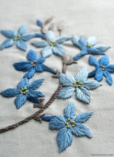 Delicate blue floral spray from YUMIKO HIGUCHI blog. This post is dated 2009.02.21. The design is neither free nor for sale.