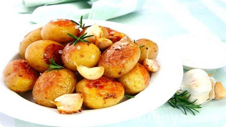 Рецепт невероятно вкусного печеного картофеля с беконом и острым перце. К тому же еще и очень простой!