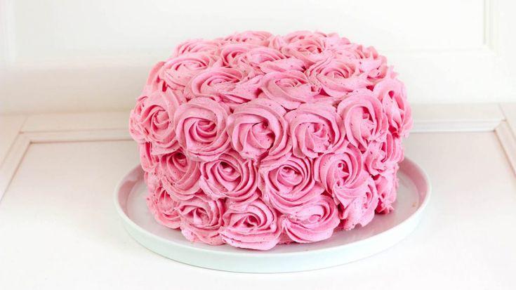 Rosenkuchen mit Erdbeeren und Himbeeren – Buttercreme Rosenkuchen Rezept – Koch …   – Torten