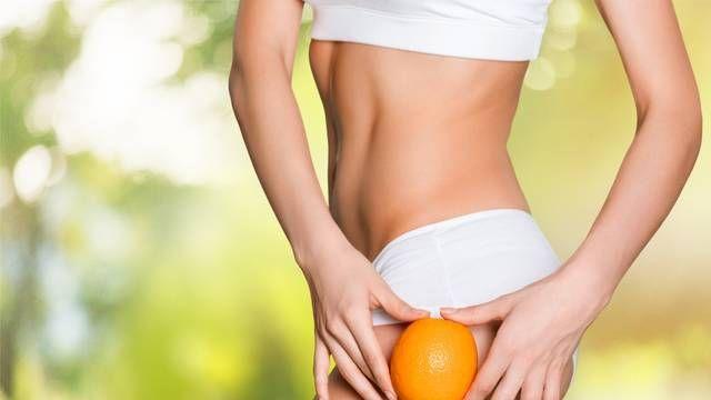 Na čo ju nosiť zo sebou, keď sa jej dá zbaviť? Nepeknej pomarančovej pokožka na stehnách či zadočku odzvonilo, milé dámy! Vieme, ako na to!