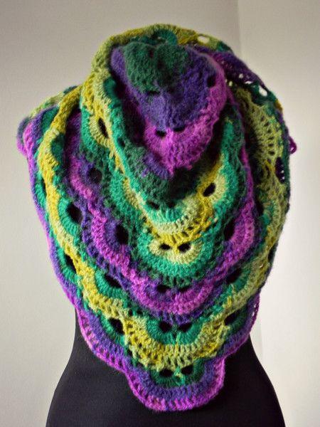 Eine sehr schöne Dreieckstuch , Schal Virus gest mit Alize Angora Echt 40 mit einem sehr leistungsfähigen Mischung von Farben , violett und grün . Extrem gut aussehend, gemütlich und warm , können...