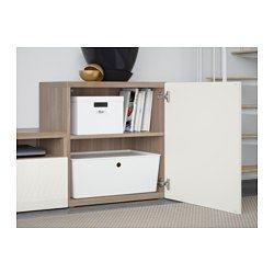 IKEA - BESTÅ, Combinaison rangt TV/vitrines, Lappviken/Sindvik mot noyer teinté gris verre transp, glissière tiroir, fermeture silence, , Les tiroirs et les portes se referment doucement en silence grâce à la fonction intégrée de fermeture en douceur.Trois grands tiroirs vous permettent de ranger facilement les télécommandes, les manettes de jeux et tout autre accessoire pour la TV.Vous pouvez facilement dissimuler les câbles de la TV et tout autre équipement mais en les gardant à portée de…