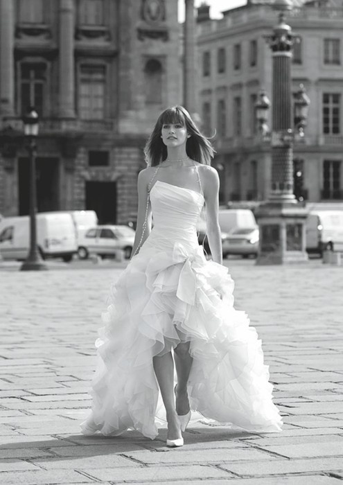 im definitely getting wedding dress like this: short in front, long in the back