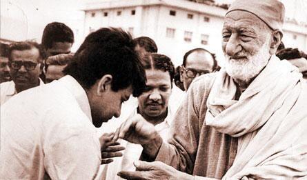 Indian film star from Peshawar Dlip Kumar with the Peshawar legend Khan Abdul Ghaffar Khan, also called Frontier Gandhi; and as Bachakhan in modern Pakistan