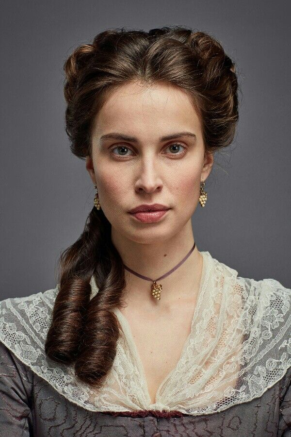 Heida Reed as Elizabeth, Season 3
