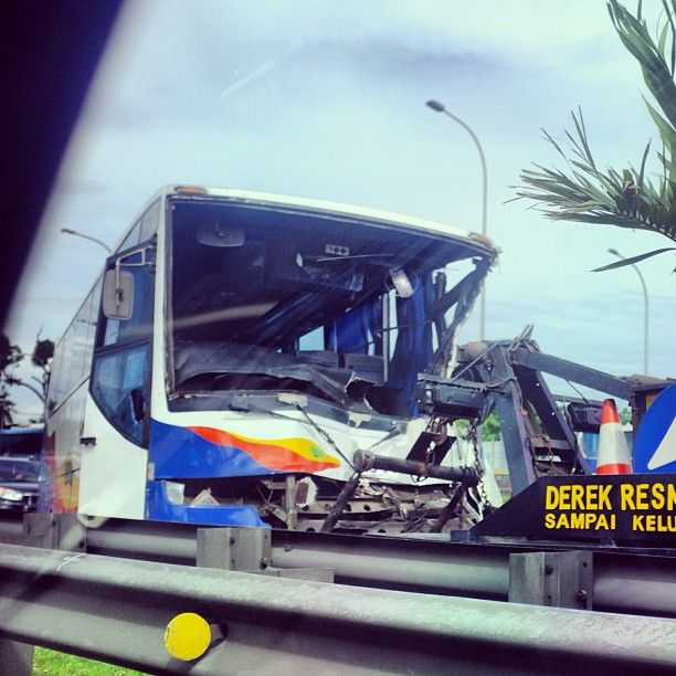 People nowadays. See a car accident, they never help, they took some photos.