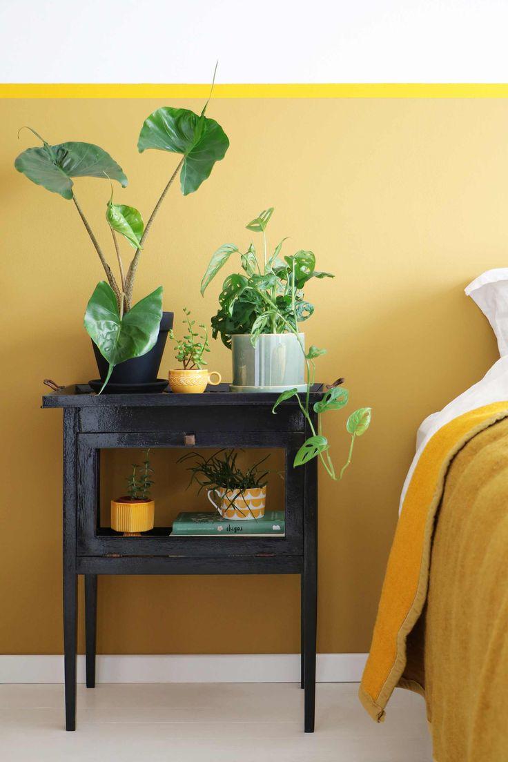 MY ATTIC voor vtwonen / theekastje wordt plantenkastje / planten / plants / slaapkamer / bedroom    Fotografie: Marij Hessel
